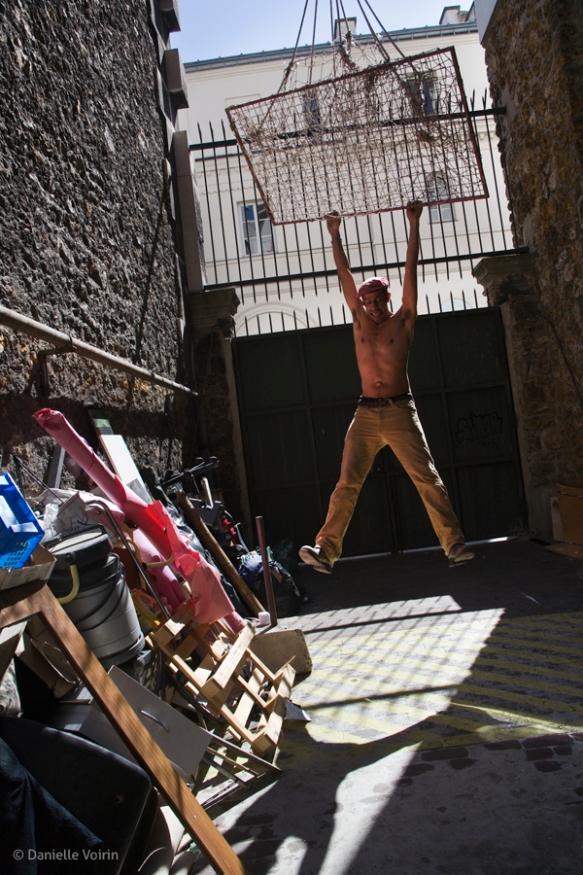 Hanging around during the 2nd move, from rue de la Tour des Dames back to 59 rue de Rivoli.  Paris, 2009.